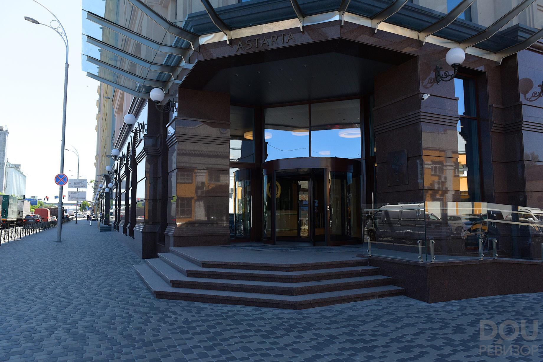 6db54382e4899 ... в котором действуют специальные скидки для сотрудников компании (15%  при первой покупке абонемента и 20% на продление). Напротив БЦ — магазин  Rozetka.