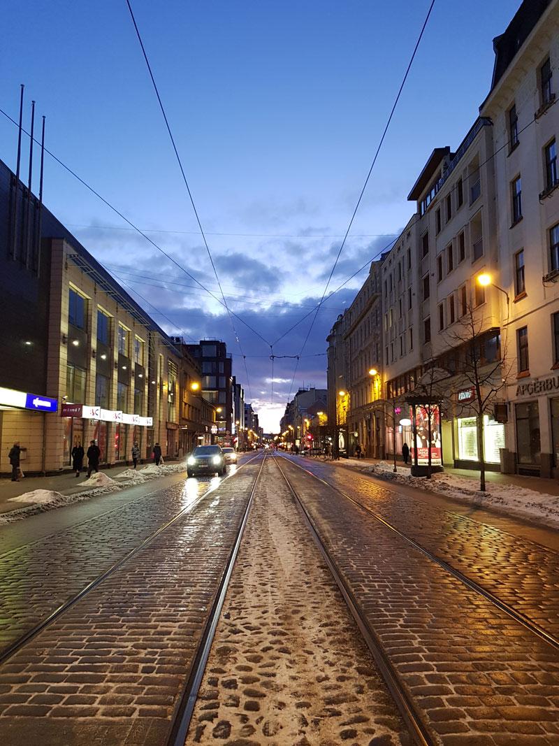 В Риге два центра: тихий центр и старый центр. Тихий центр – жилой, в старом – в основном отели и рестораны